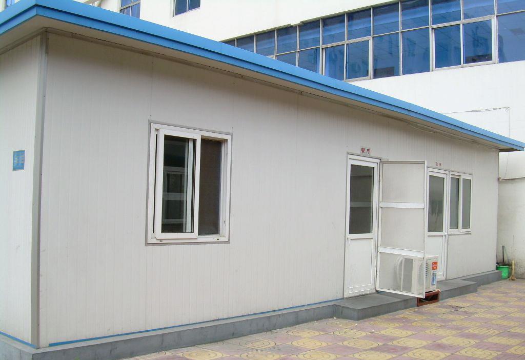 钢屋架主要有梯形,平行弦和三角形,而根据坡向来说,分为单坡和双坡.