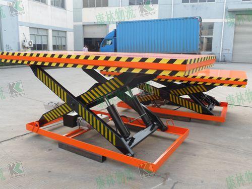 固定升降机是用于货物运送的专用液压升降台图片