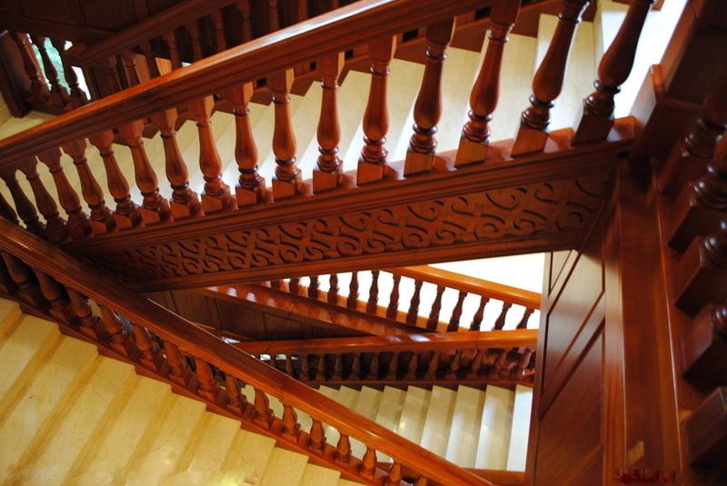 浅谈实木楼梯踏板材质,实木楼梯制作工艺与实木楼梯安装方式