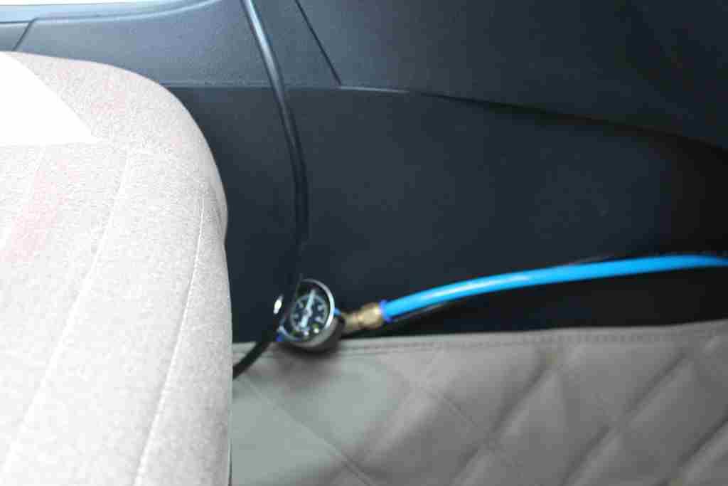4副刹车系统气压表.jpg图片