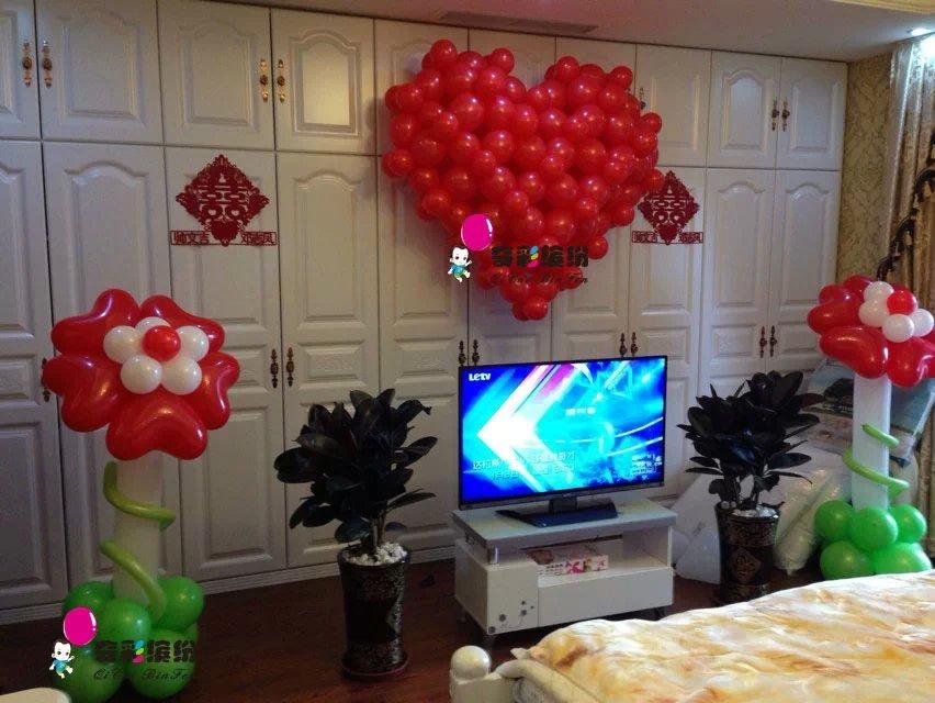 楼梯装饰,重庆婚庆气球装饰,气球手捧花,新郎新娘造型,气球墙等