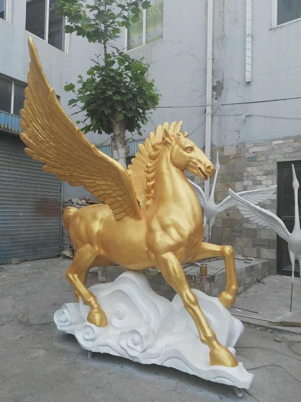 景观雕塑是造型艺术的一种,又称雕刻,是雕,刻,塑三种创制方法的总称.