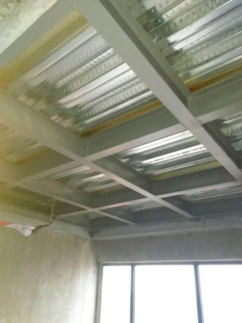 """生产,制作,   安装,为一体的大型专业钢结构隔层公司""""有专业的设计"""