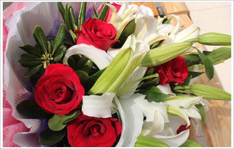 亿朵鲜花 红玫瑰百合花束 一生的爱 北京鲜花快递