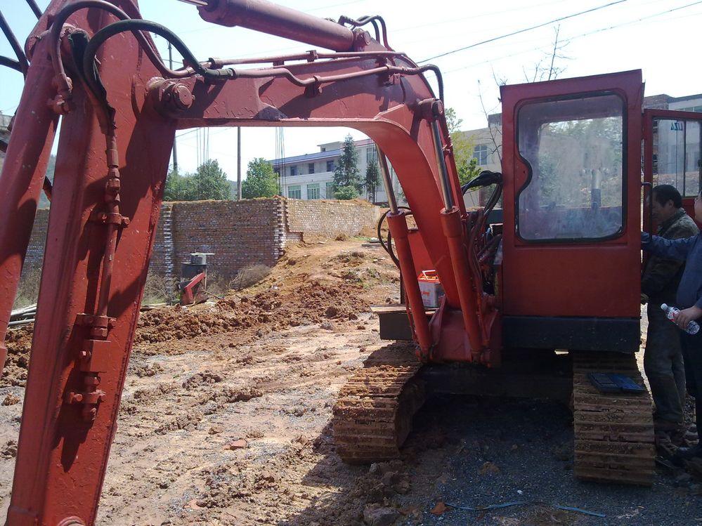 47岁的石川岛古董挖掘机