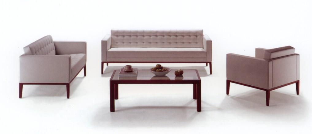 沙发脚要求无裂缝,油漆面光滑,平整,无划痕,无严重色差(对木头脚而言