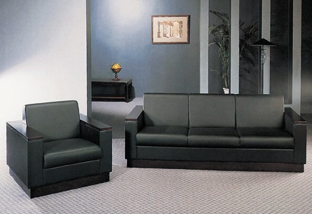 沙发脚要求无裂缝,油漆面光滑,平整,无划痕,无严重色差(对木头脚而言)