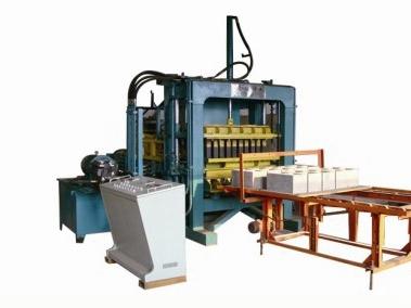 新购买的水泥制砖机在生产时该注意什么?