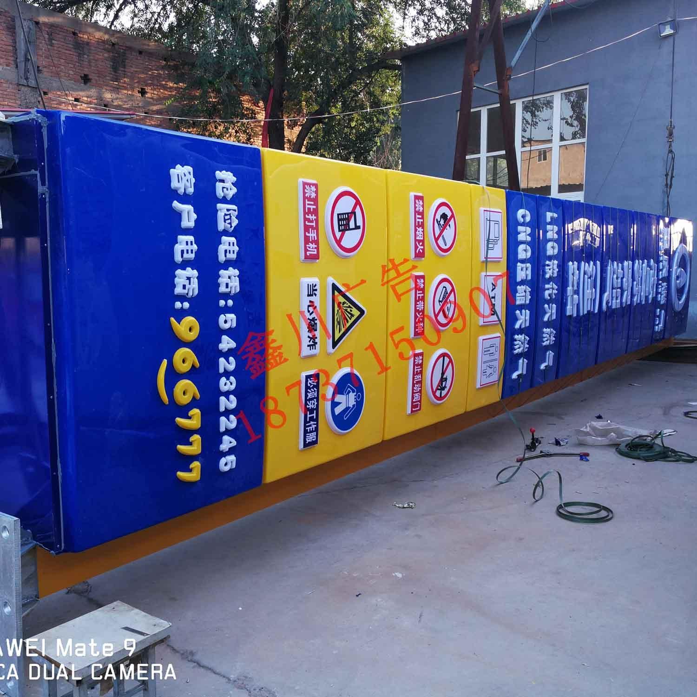 加油站灯箱厂家论述加油站立柱灯箱的实用性