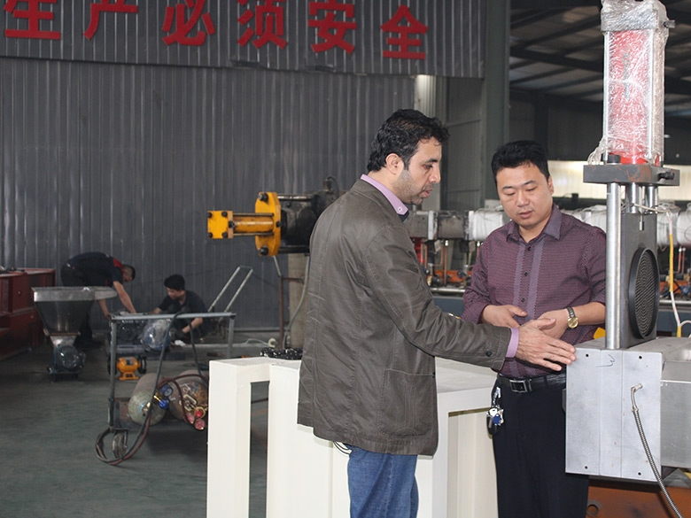 外国客户参观工厂