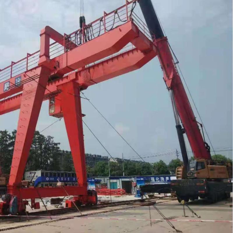 中国水电八局地铁六号线45吨门机安装