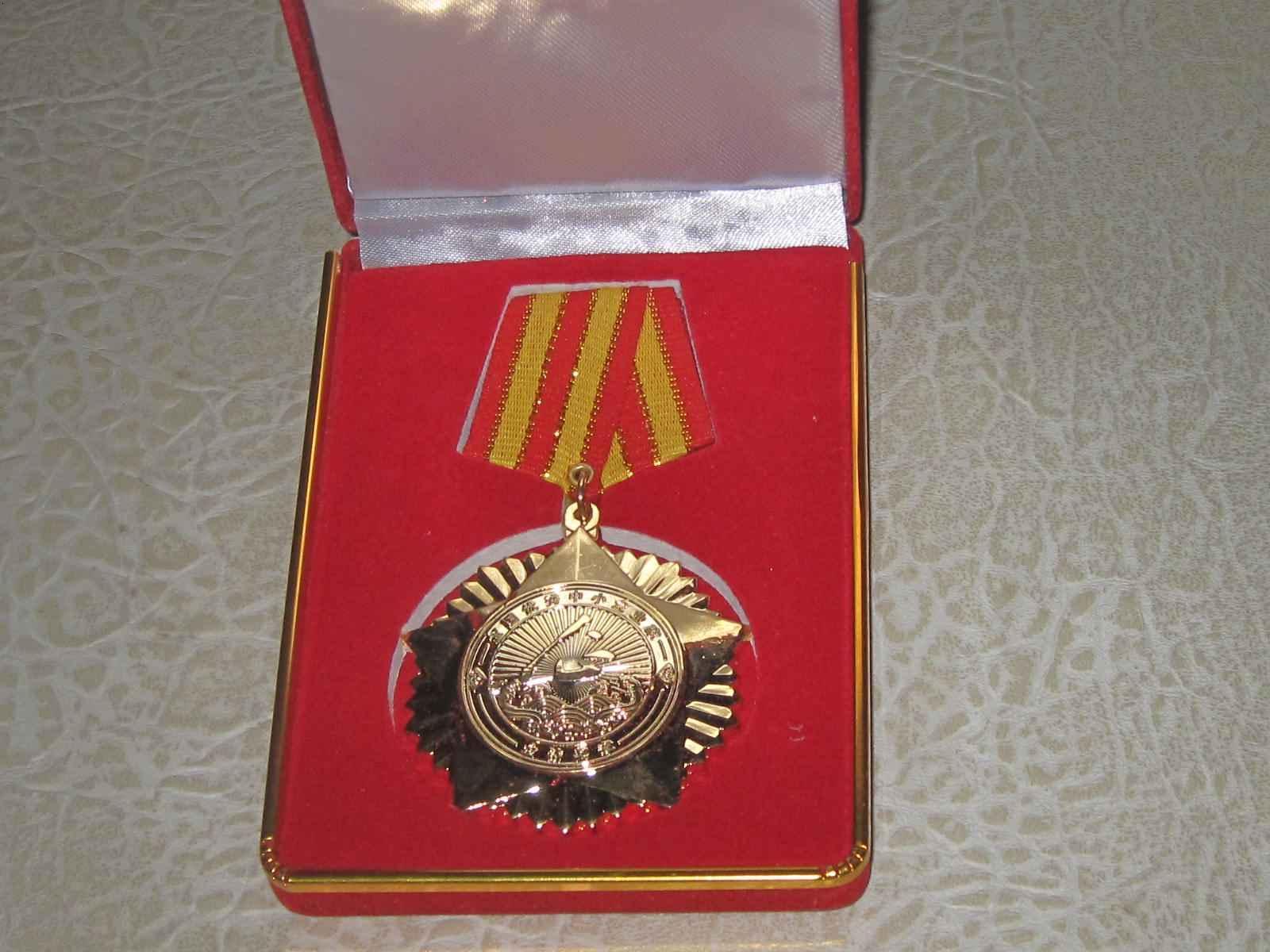 荣获2010年优秀中小企业家金钻奖章