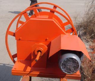 变频 结构和工作原理 电缆卷筒由变频器箱,变频电动机,圆柱—圆锥齿轮