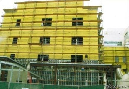 改造前,鹤望里社区是一个典型的老旧小区,景福里大板楼没有保温层