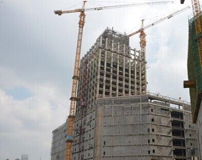 中建钢构负责钢结构施工,钢结构工程含三栋超高层塔楼,建筑高度分别为