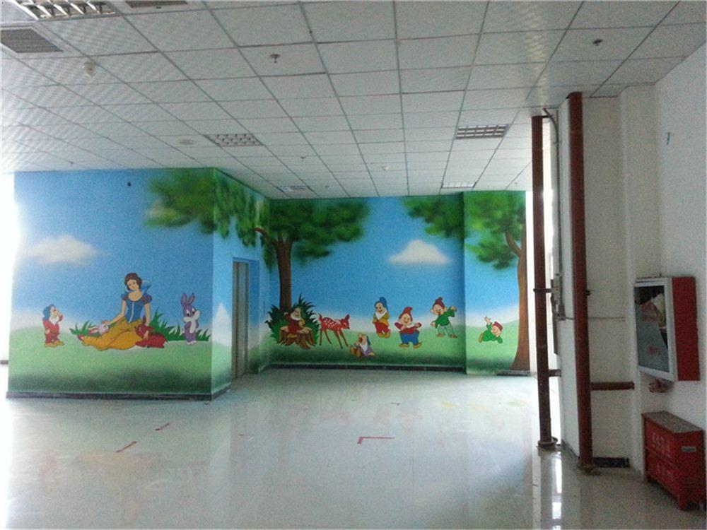 石家庄幼儿园手绘墙画是对幼儿园建筑空间美的创造,它具有