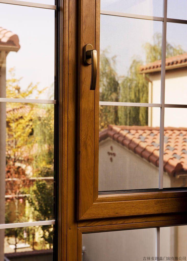 以木材为主要受力构件,主体结构仍然采用68纯木窗结构,   1.
