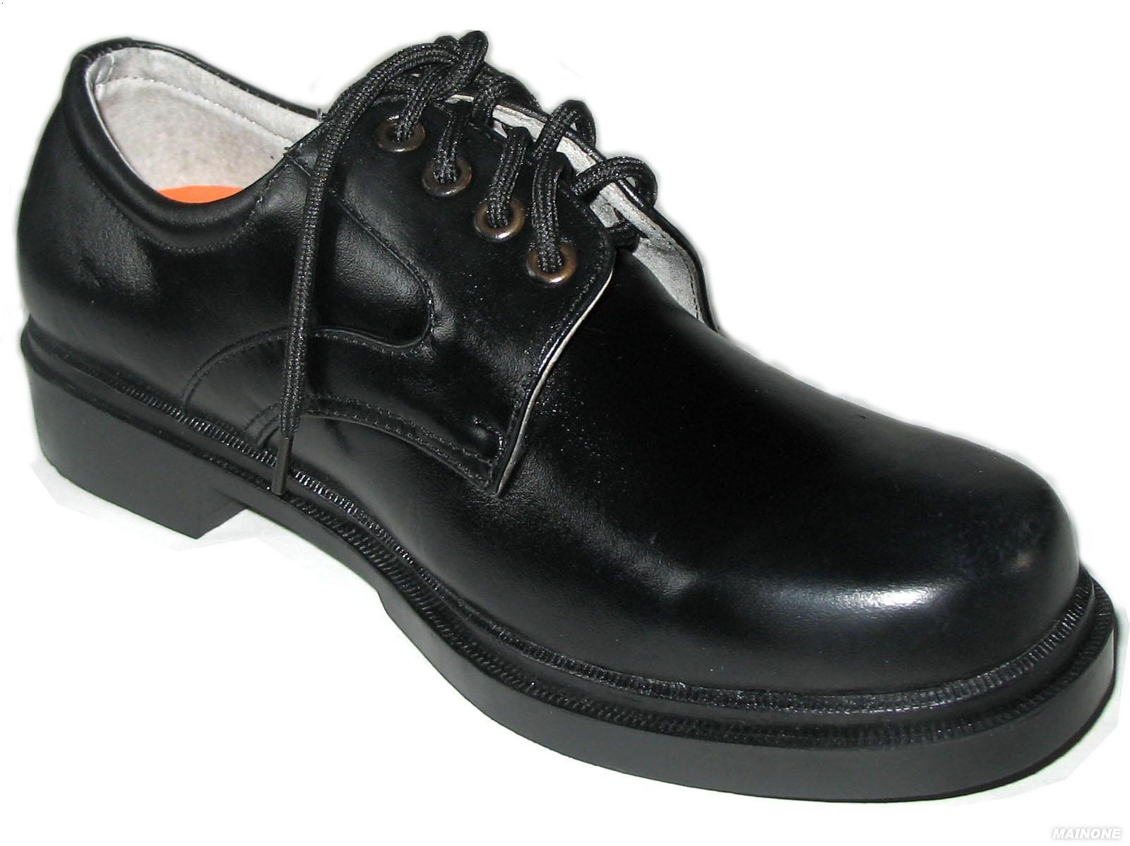 偷拍保安黑皮鞋黑袜子2048