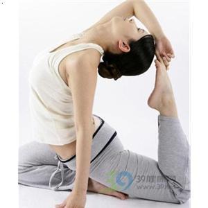 腰肩盘突出瑜伽带锻炼方法图解