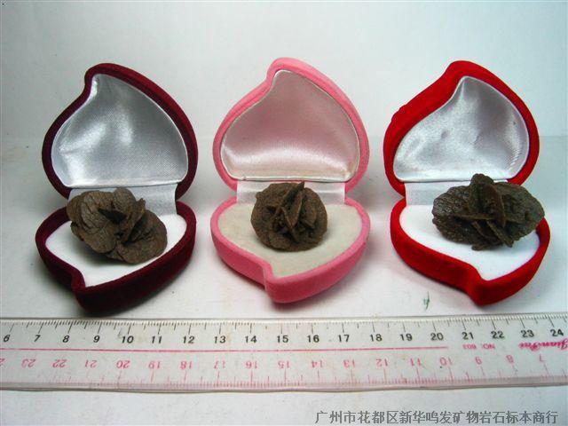 单体细花沙漠玫瑰单体细花沙漠玫瑰,规格2.5-3cm,带包装盒