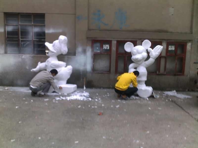 南京鑫泉文化艺术发展有限公司  经营项目:专业泡沫雕塑,场景道具制作