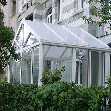 阳光房骨架材料采用高强度碳钢焊接,结构坚固,并引进国外先进喷涂技术
