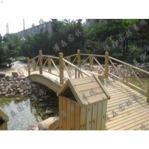 木头圆拱桥