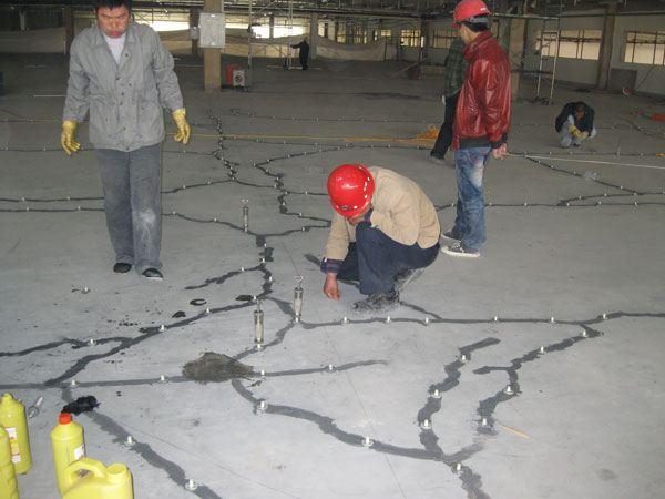 而裂缝是混凝土结构物承载能力,耐久性及防水性降低的主要原因.