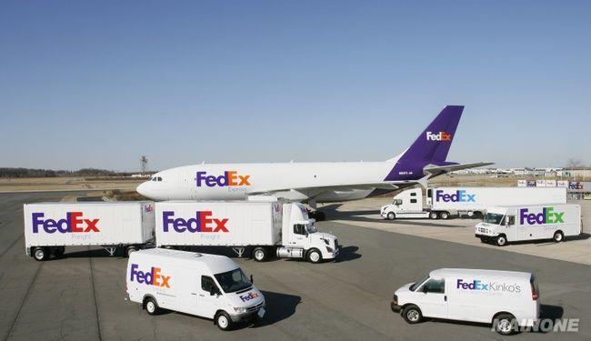 国外到香港段,安排飞机空运运输,实重量与体积重量那个大按那个来收费
