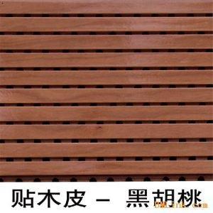 饰面有各种实木贴面,进口烤漆面,油漆面,金属饰面和其它饰面,既有木材