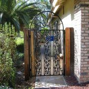 铁艺大门,铁艺外围墙护栏、铁艺防盗护栏