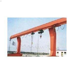本机结构主要由主梁,横梁,大车运行机构,小车