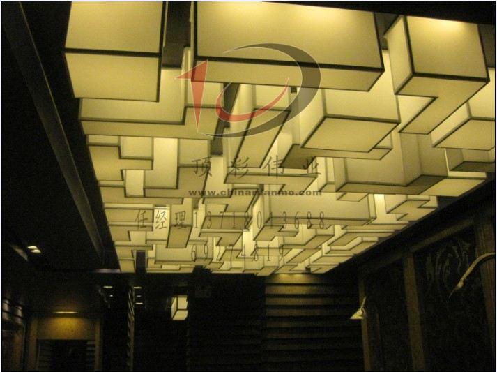 ¥100.00(平方米) 品牌:2013北京软膜天花吊顶 柔性天花 龙云| 规格:暂无| 起订量:暂无| 详情:龙云鼎天软膜天花是产于法国的一种高档的新型环保天花材料。它质地柔韧,色彩丰富,可随意张拉造型,彻底突破传统天花在造型、色彩、小块