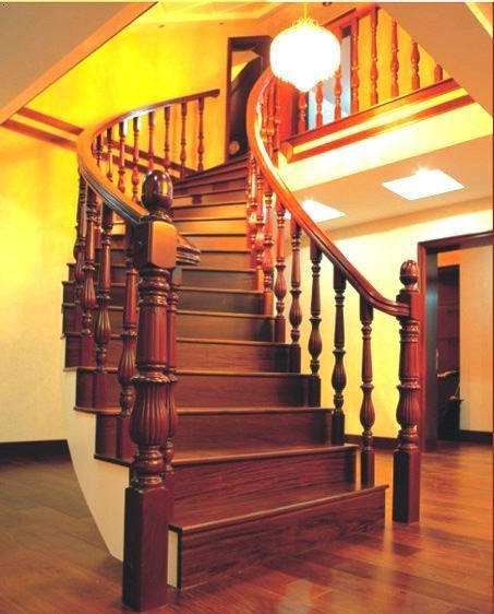 整体实木楼梯的梁,踏步,扶手,立柱完全统一.