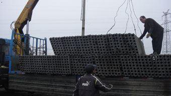 机械化装车运输隔墙板