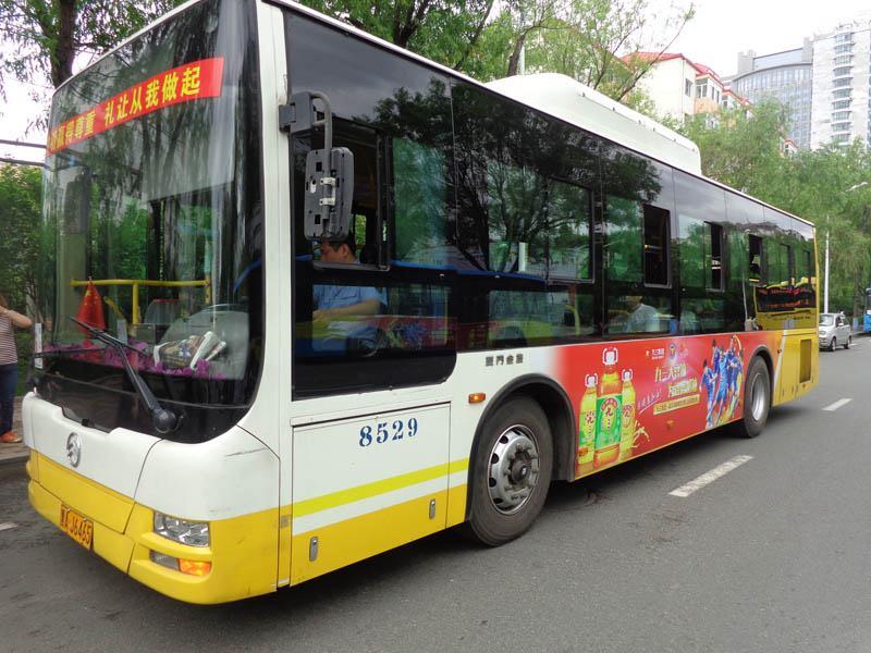 哈尔滨公交车体广告车