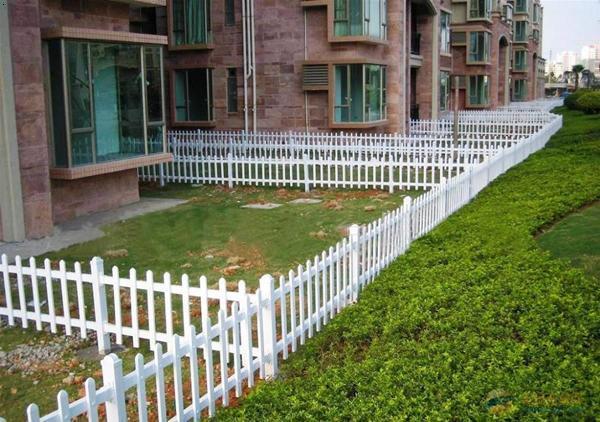 河南护栏 河南pvc草坪护栏价格 河南pvc草坪