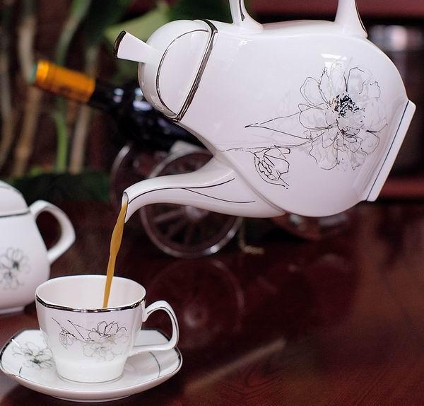 15头骨质瓷咖啡具伊
