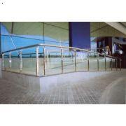玻璃护栏哪家好 玻璃护栏最便宜