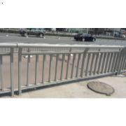 郑州道路护栏哪家最好 道路护栏哪家便宜 郑州道路护栏批发 郑州道路护栏生产厂家
