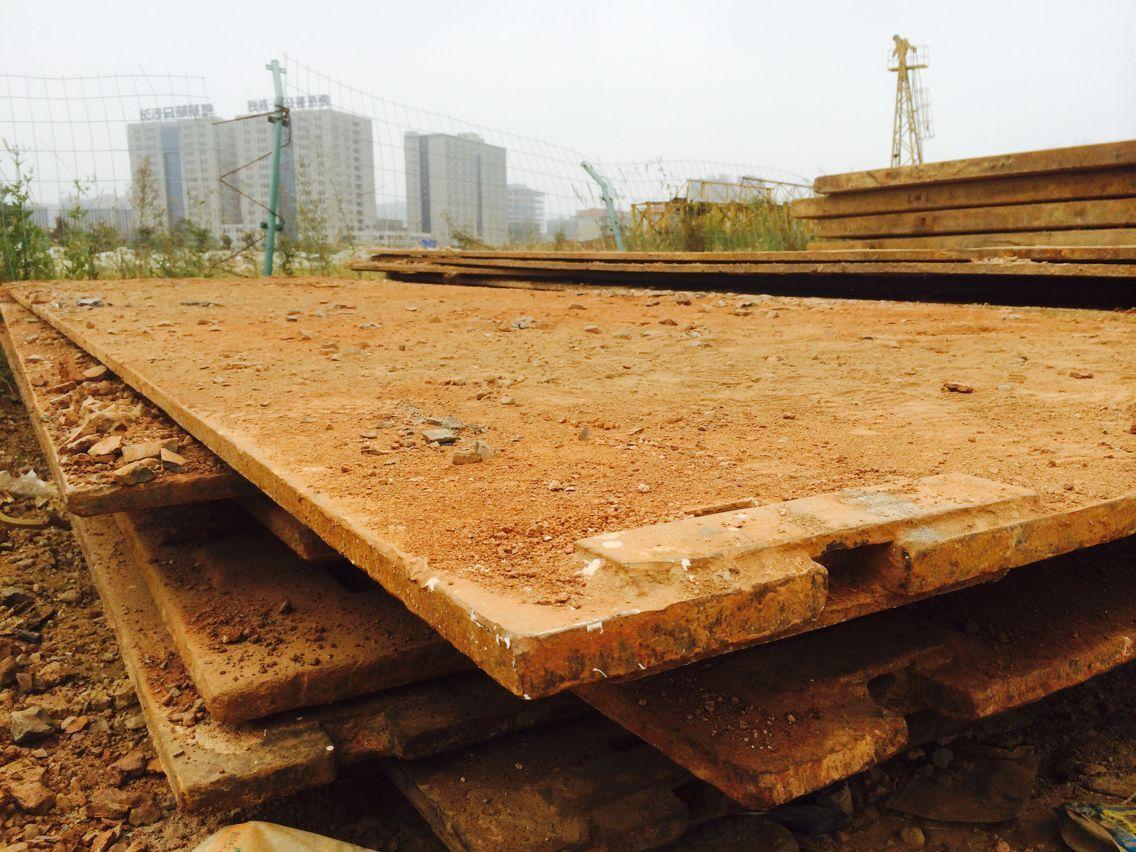 湖南路基箱形成一个整体,钢板路基板.