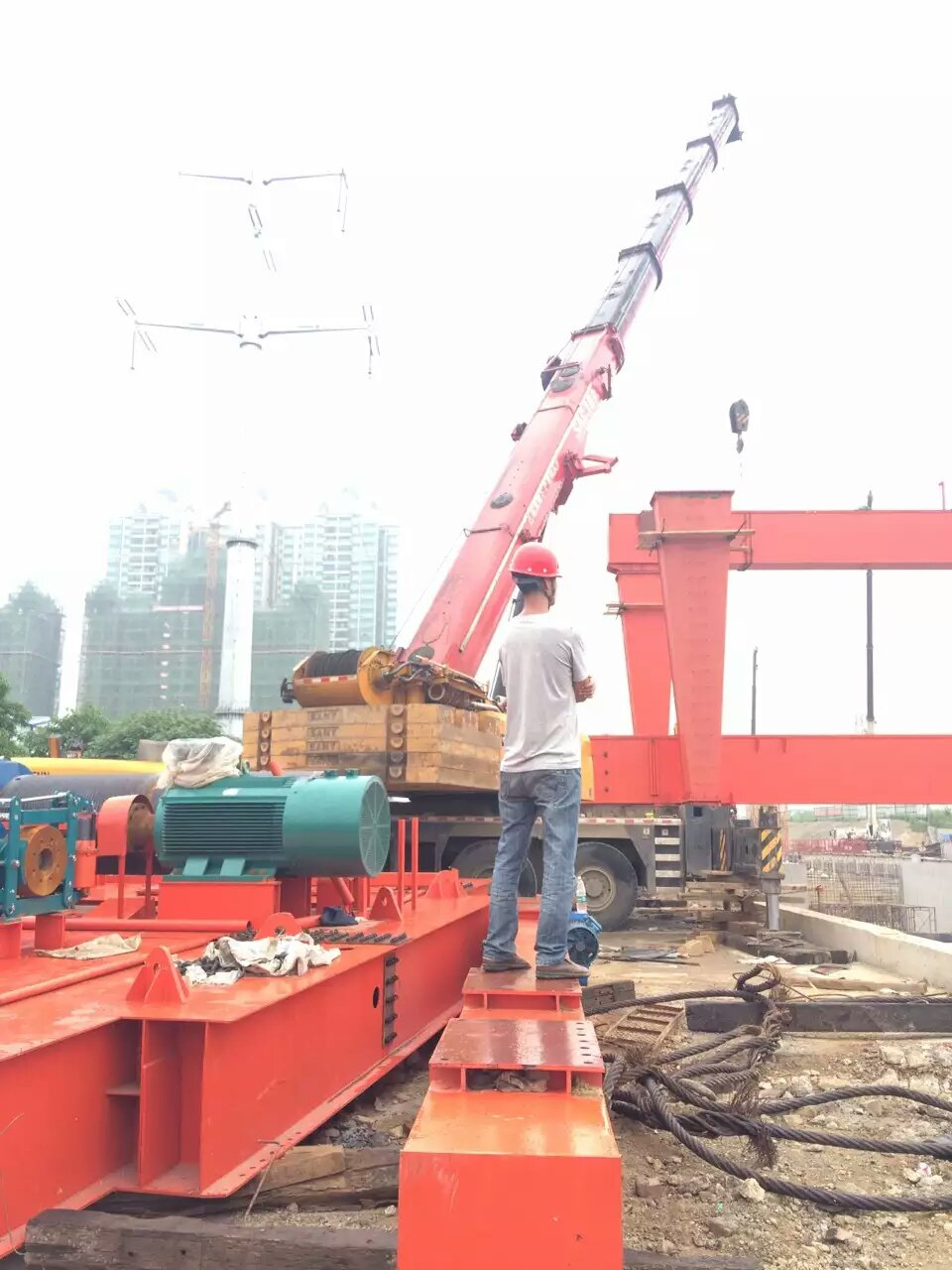 中铁四局45吨门机安装