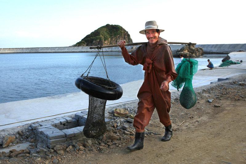 每天清晨,海鲜都是从海上打捞回来,送到岛上的市场出售。