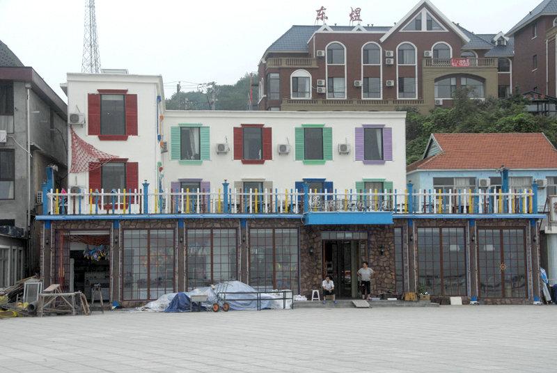 獐岛现在仍有在建的酒店,以提高游客的接待能力。