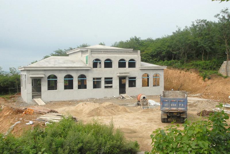 在建的垃圾处理场。投入400万在建一座可利用电能对岛内垃圾进行