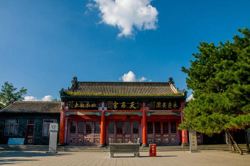 海神娘娘宫终日香火缭绕,四时不绝,妈祖的传说为景区增添几分神