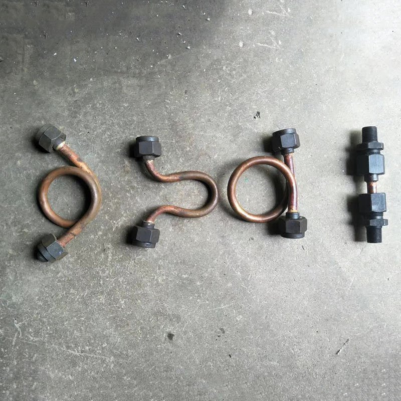 连接油管和缸头连接管