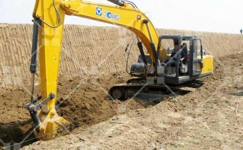 挖掘機操作