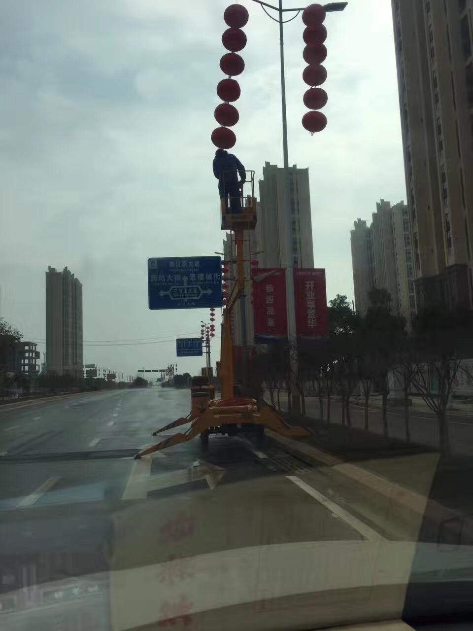 政府春节挂灯笼