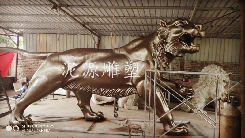 西藏山南县锻铜雕塑